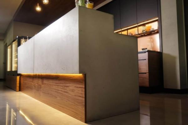 Blat i bar z betonu w restauracji Mercedes Benz