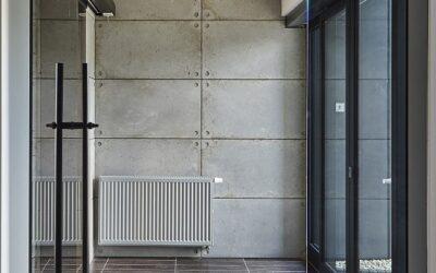Płyty ścienne i betonowe okładziny schodów  w przestrzeni biurowej Czechowice Dziedzice