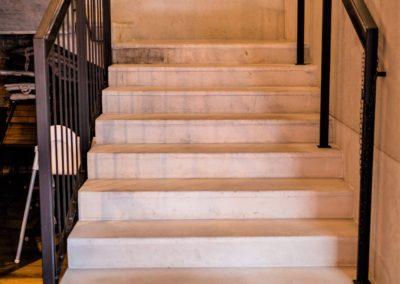 betona architektoniczny na schodach