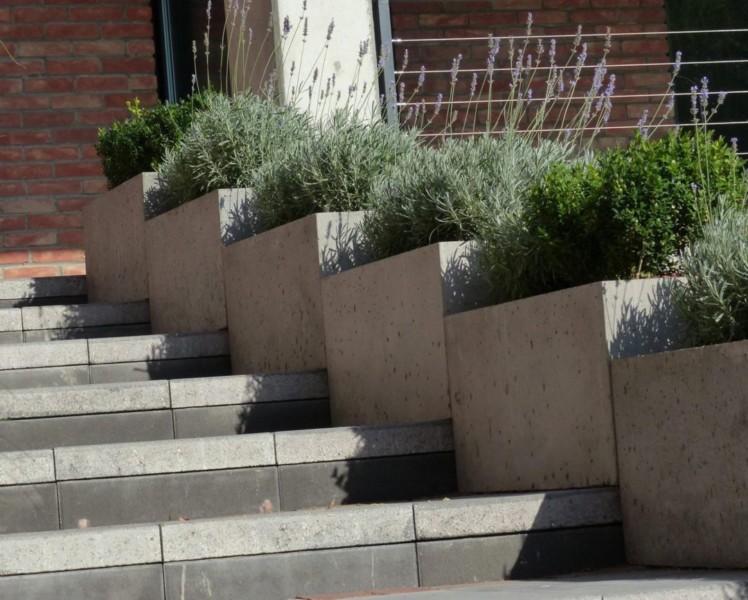 Linear donice z betonu architektonicznego
