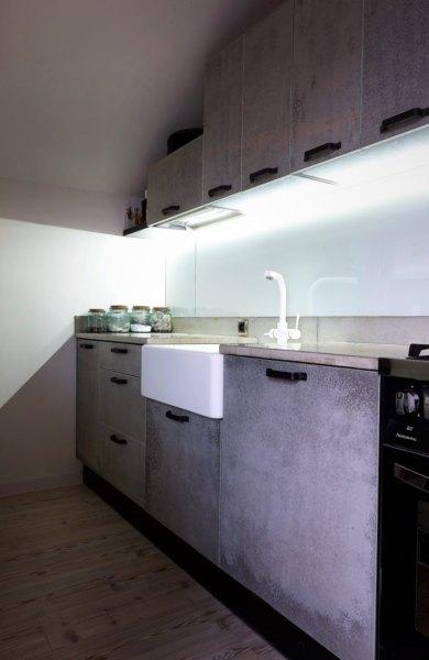 kuchnia z blatem i frontami z betonu e1548684709541