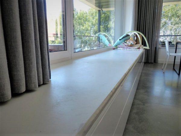 parapet betonowy w salonie