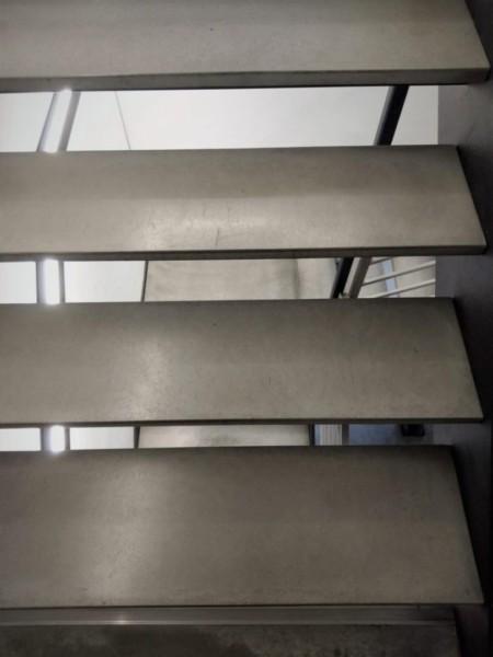 stopnie zawieszone z betonu e1548685702588