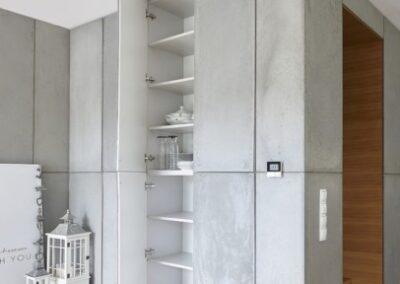 zabudowa szafy z betonowymi frontami e1548684917714