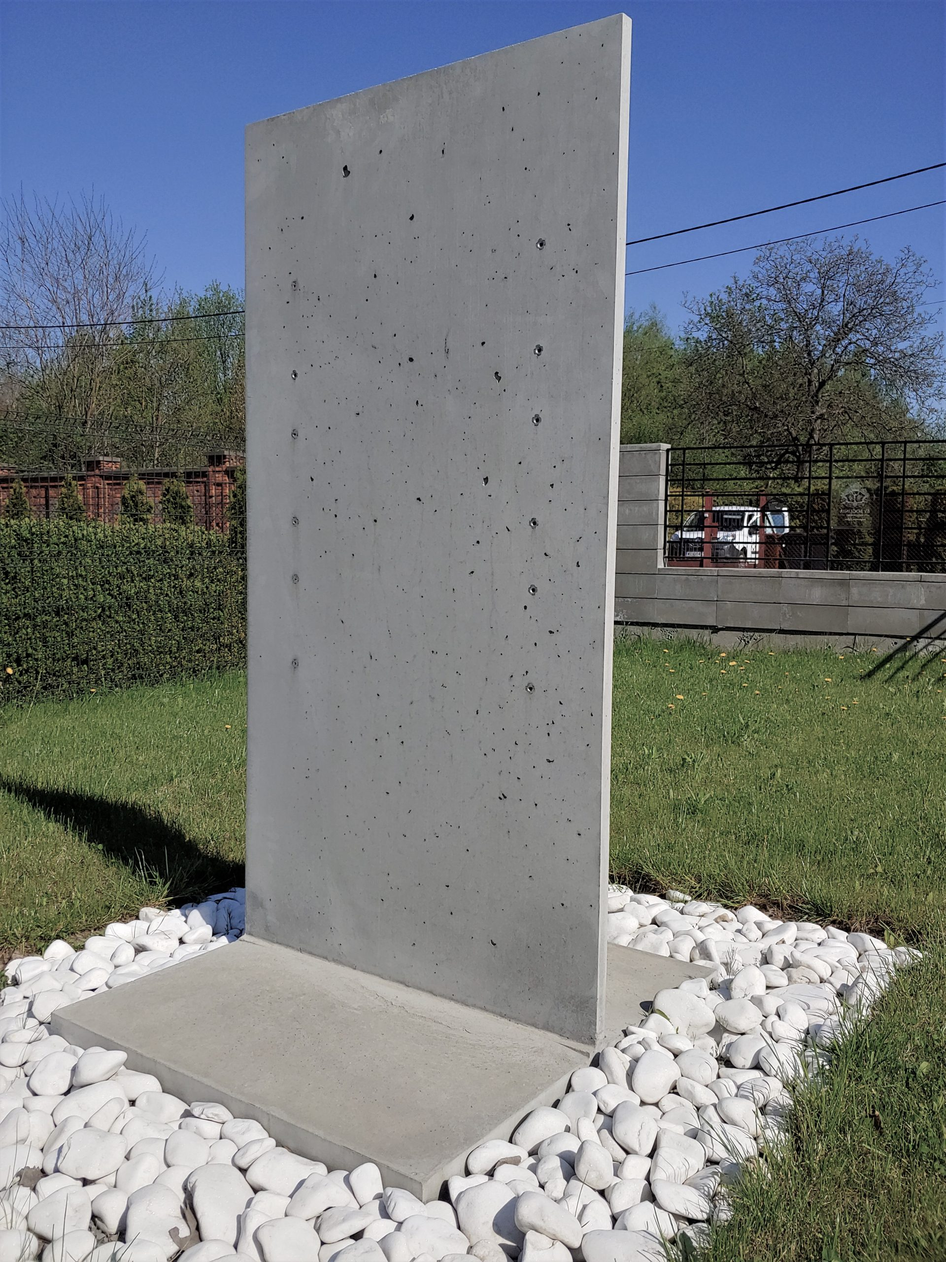 reklama firmy na betonie