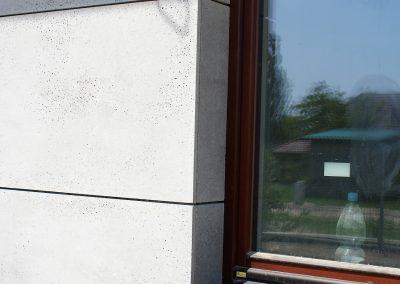 detal wykończenia elewacji betonowej
