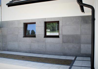 Elewacja domu, płyty betonowe