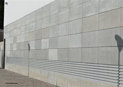 Płyty betonowe na elewacji