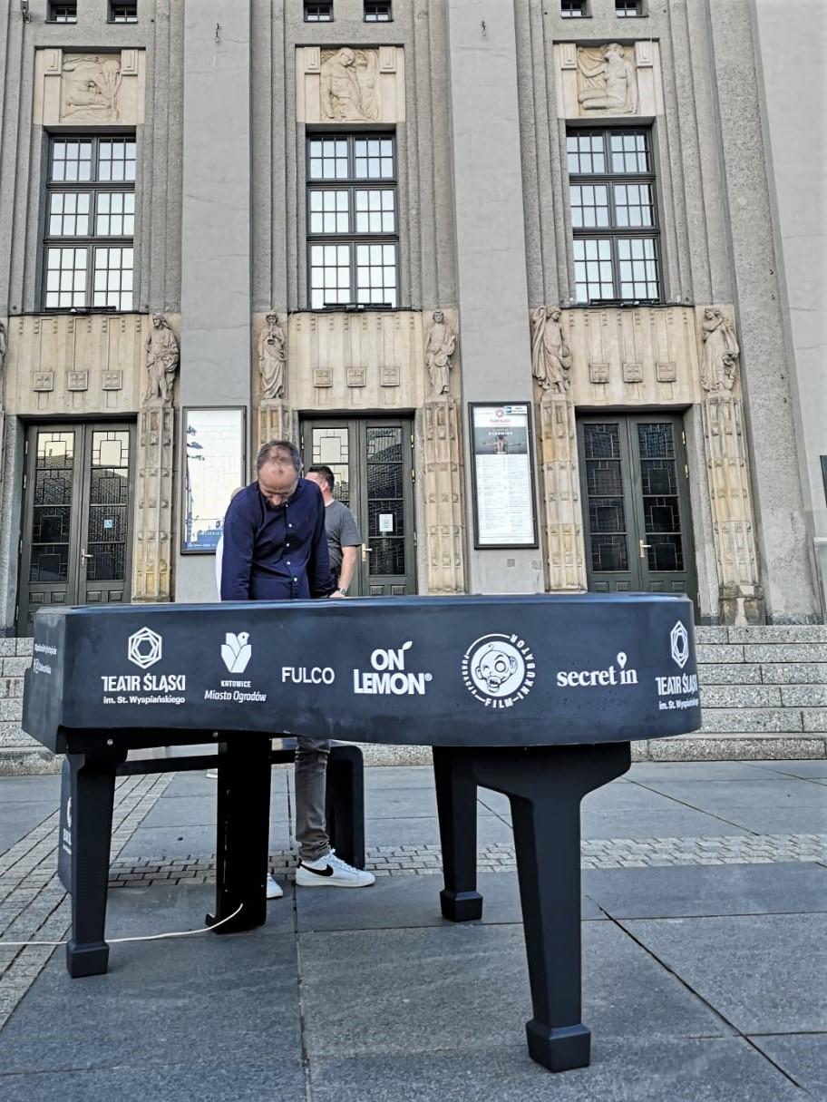 betonowa skorupa wykonana do fortepianu