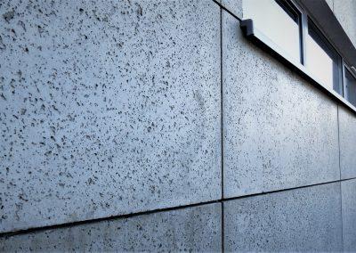 Struktura porowata płyty betonowej