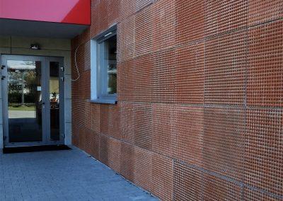 Elewacja wentylowana z płyt betonowych barwionych