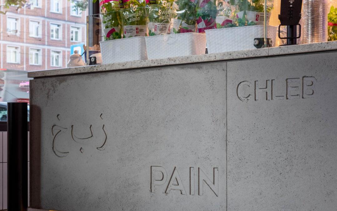 Okładzina lady sklepowej wykonana z betonu.