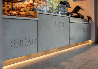 Front lady sklepowej wykonany z betonu architektonicznego