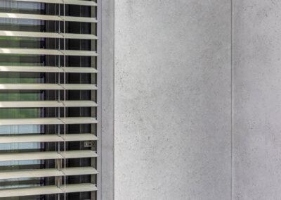 zacinanie płyt betonowych elewacyjnych pod kątem