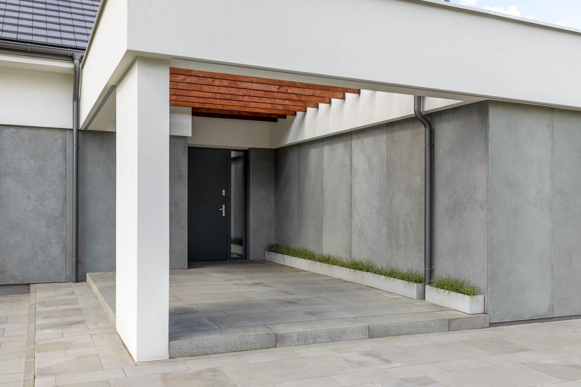 Płyty z betonu architektonicznego w układzie pionowym