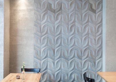 Ściana restauracji w dekoracji z płytek betonowych