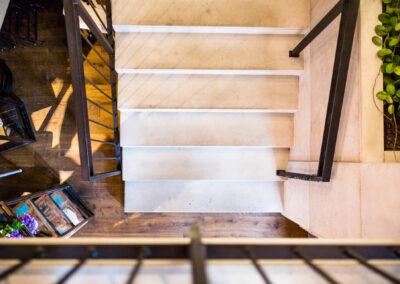 okładzina betonowa schody jasnoszare